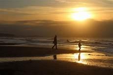 Gambar Gratis Matahari Terbenam Pantai Orang Laut