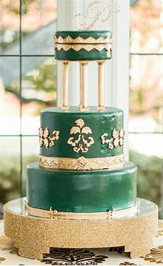emerald and gold accented cake perfect for a gatsby theme