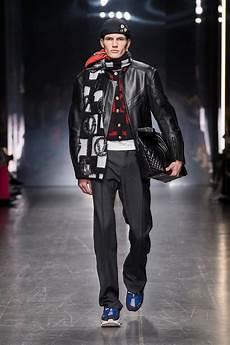 milan fashion week versace fall 2019 menswear collection tom lorenzo