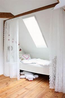 Bett Unter Der Dachschr 228 Ge Mit Vorhang Leicht Abzutrennen
