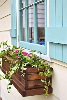 Blumenkasten An Der Fensterbank Schm 252 Ckt Die Hausfassade