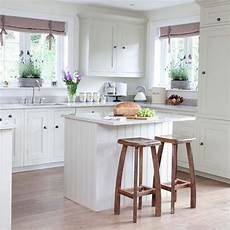 Breakfast Bar Ideas For Small Kitchen by Simple Country Style Kitchens Shaker Style Breakfast Bar