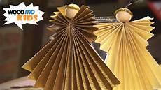 Weihnachtsengel Basteln Faltanleitung Mit Goldpapier