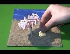 Geldscheine Falten Zu Einem Sonnenschirm