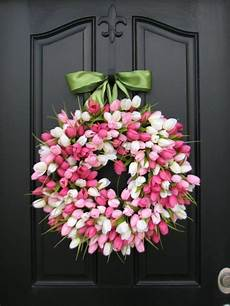 fruehlings deko basteln bluetentraum aus fr 252 hlingsbasteln kranz aus rosa und weissen tulpen haust 252 r