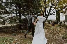 wedding prank ideas sends groom s best friend in wedding day prank