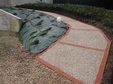 bordure de jardin en beton all 233 e en b 233 ton d 233 sactiv 233 avec pose de bordures en brique