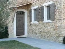 couleur de volets en bois gris taupe couleur fa 231 ade maison volet bois maison en