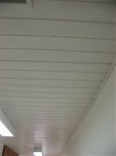 holzdecke streichen weiß lackierte holzdecke wei 223 streichen farben de aktuell