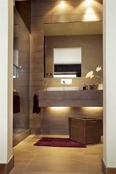 Kleines Badezimmer Fliesen - kleines bad idee matt braune fliesen waschtisch led