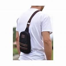 70 tas selempang pria trend terbaru yang akan hits di tahun ini contoh tas terbaru