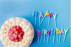 candele buon compleanno buon compleanno scritto da candele e torta scaricare
