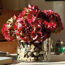 deko mit getrockneten hortensien pin auf hochzeitstafel