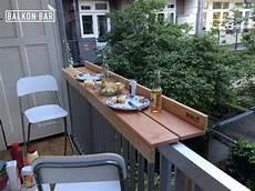 table pour petit balcon des tables originales pour le gain d espace dans le balcon