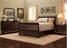 charleston 4 pc queen bedroom cherry raymour flanigan