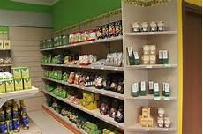 scaffali per alimentari arredo negozio alimentare arredamento market alimenti como