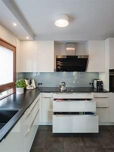 küchen weiß hochglanz h 228 cker k 252 che in lack weiss hochglanz als u form mit