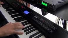 sally di vasco sally di vasco con il pianoforte o la tastiera