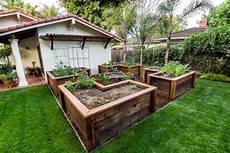 Garten Mit Hochbeeten Gestalten - 20 raised bed garden ideas design trends premium psd