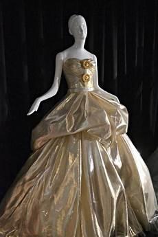 Malvorlagen Cinderella Versace 10 Couture Takes On Disney Princess Dresses Disney Fancy