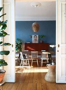 blaue wandfarbe wohnzimmer dunkelblaue wand wohnzimmer haus ideen haus ideen