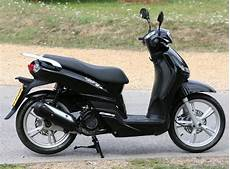 peugeot tweet 125 peugeot tweet 125 2010 on review mcn