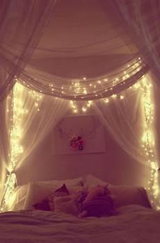 Interiordesign Lichterkette Himmelbett Romantisches