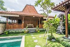 Rumah Joglo Dengan Desain Taman Unik Thegorbalsla