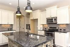Kitchen Knobs Trends by How To Choose Pulls Or Knobs For Your Kitchen Cabinet