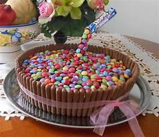 gateau anniversaire enfants cake gravity g 226 teau anniversaire suspendu fingers smarties