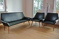 organisch geformtes sofa und zwei sessel aus leder organic