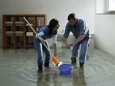 wasserschaden diese versicherungen helfen