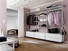 offener schrank eins f 252 r alles begehbarer kleiderschrank garderobe