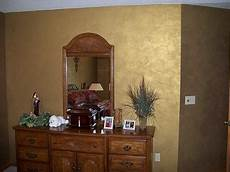 wand gold streichen ragging on the gold metallic paint