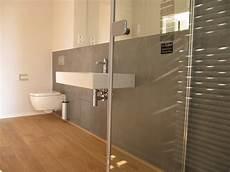 holzfliesen bad design handwerk bad betoncire beton cire badezimmer