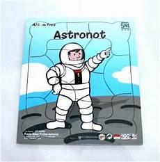 Puzzle Stiker Profesi Astronot Mainan Kayu