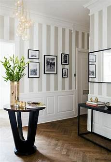 tapeten für flur 1001 tapeten flur ideen zum erstaunen und begeistern panel living room grey striped walls