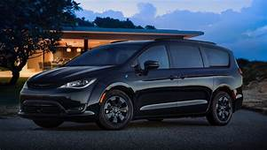 2019 Chrysler Pacifica Hybrid Gets The S Appearance