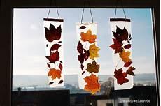 Herbst Basteln Kinder - anleitung kinder basteln ein fensterbild mit herbstlaub