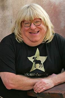 v9il3cnh bruce vilanch attempts to defend the wars