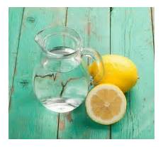 Gesundes Wasser Mit Zitrone Und Honig Trinken Ein