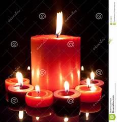 candele grandi candele rosse grandi e piccole immagine stock immagine