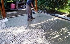come si fa un pavimento pavimento esterno in ciotoli piave roma