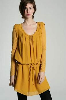 robe couleur moutarde