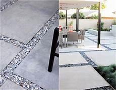 alte waschbetonplatten verschönern zierkies als l 252 ckenf 252 llen zwischen betonplatten garten