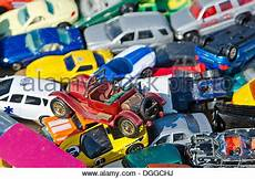 spielzeug autos sind bei den w 246 chentlichen flohmarkt