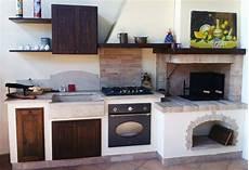 cucina rustica con camino camino cucina muratura cerca con kuchyne