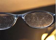 nettoyer verre lunette l astuce d un opticien pour nettoyer vos lunettes et les garder toujours propres