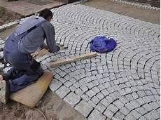pflastersteine verlegen preise wir verlegen ihre steine in der einfahrt laban 2 grau