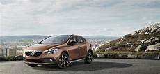 2020 volvo v40 cross country release date t5 r design r